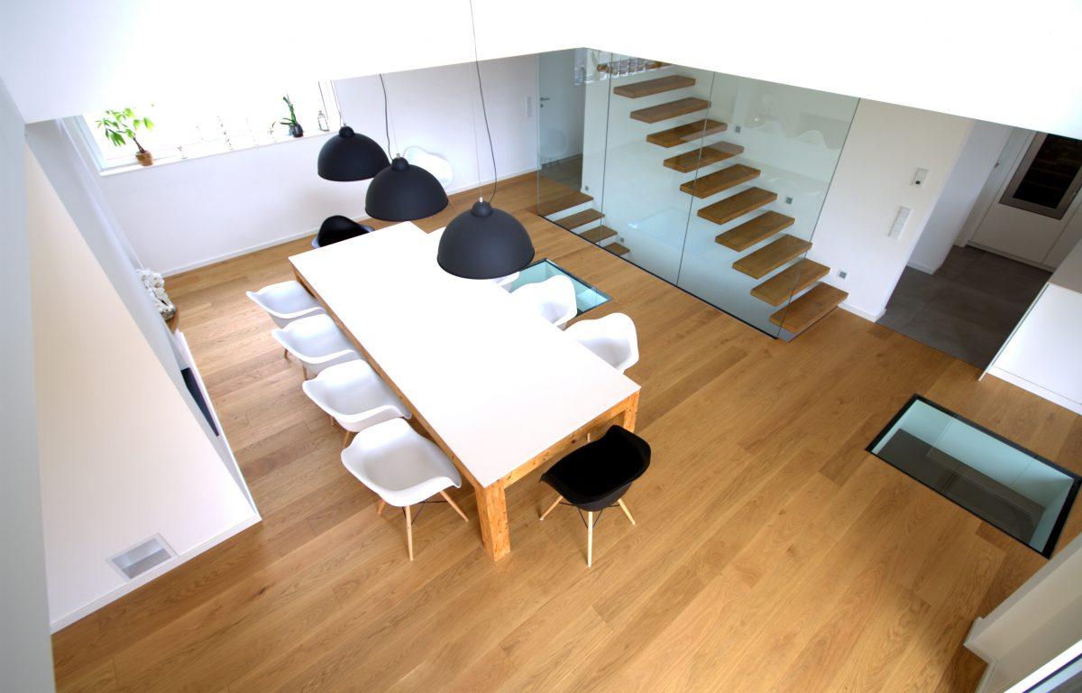 offenes esszimmer inkl galerie mit glasbr stung und treppenhaus gerber ingenieure gmbh. Black Bedroom Furniture Sets. Home Design Ideas