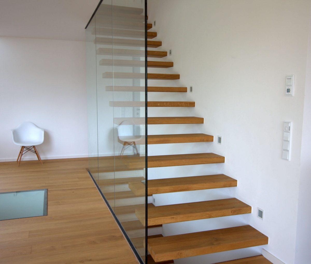 Flying Steps Treppe Eiche Holz inkl. Glaswand, HARO Parkett mit eingelassenem begehbaren Glasboden