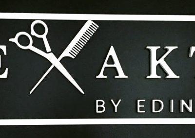 3-D Logo aus Holz weiß lackiert