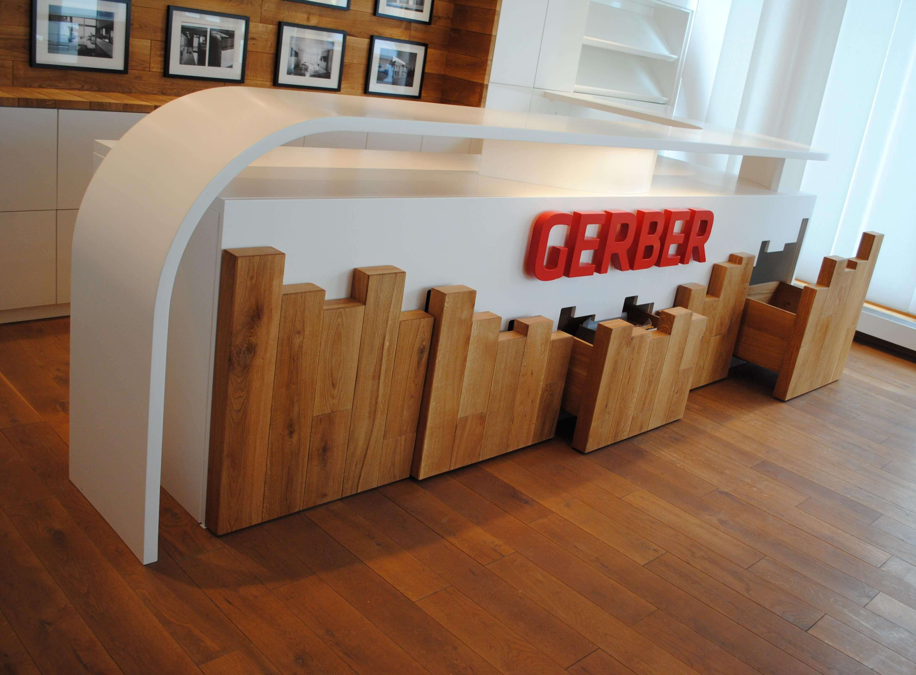 Theke inkl. unsichtbare Schubladen im Meetingraum von GERBER Ingenieure