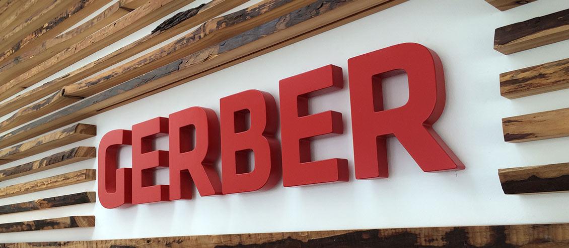 3-D Logo aus Holz rot lackiert