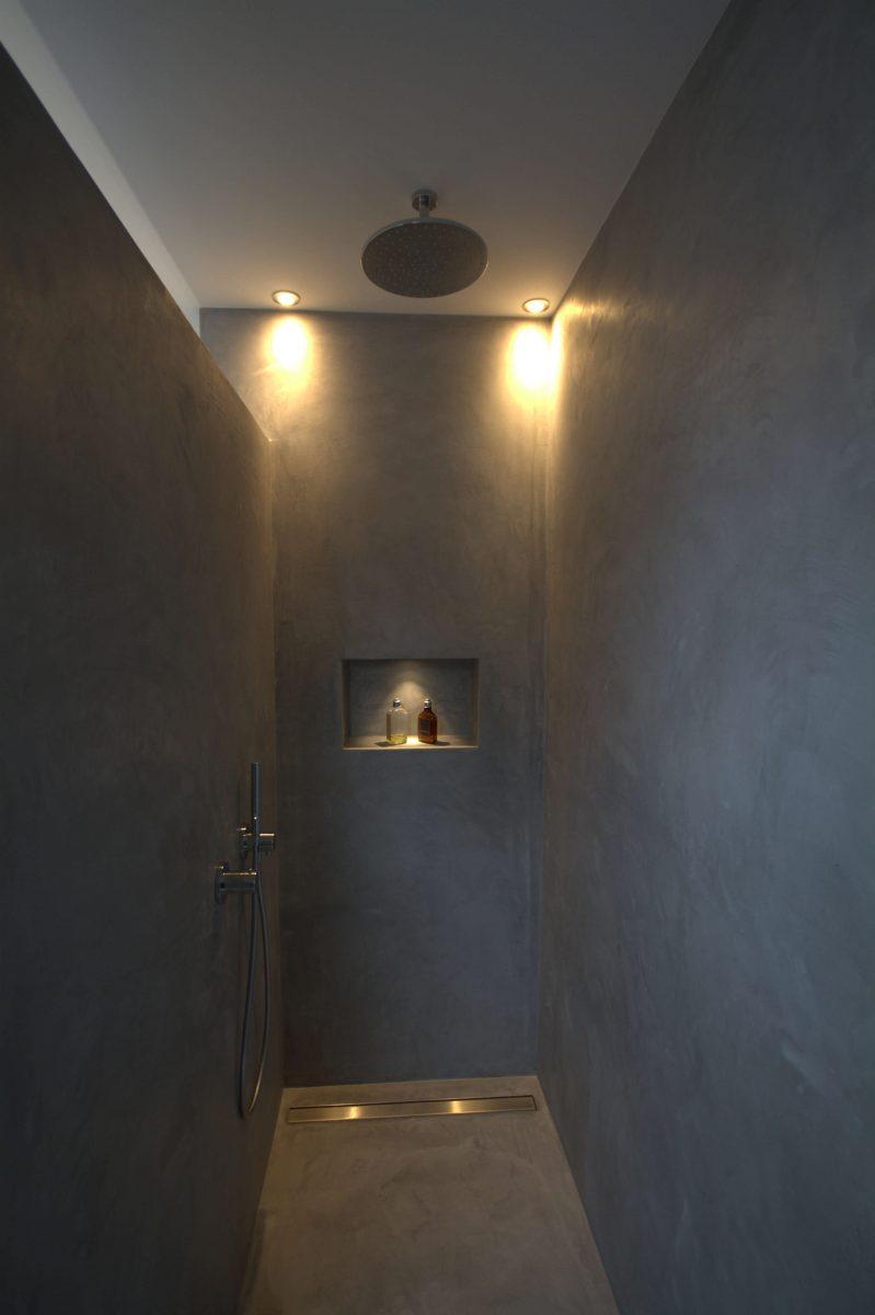 Duschraum Beton gespachtelt