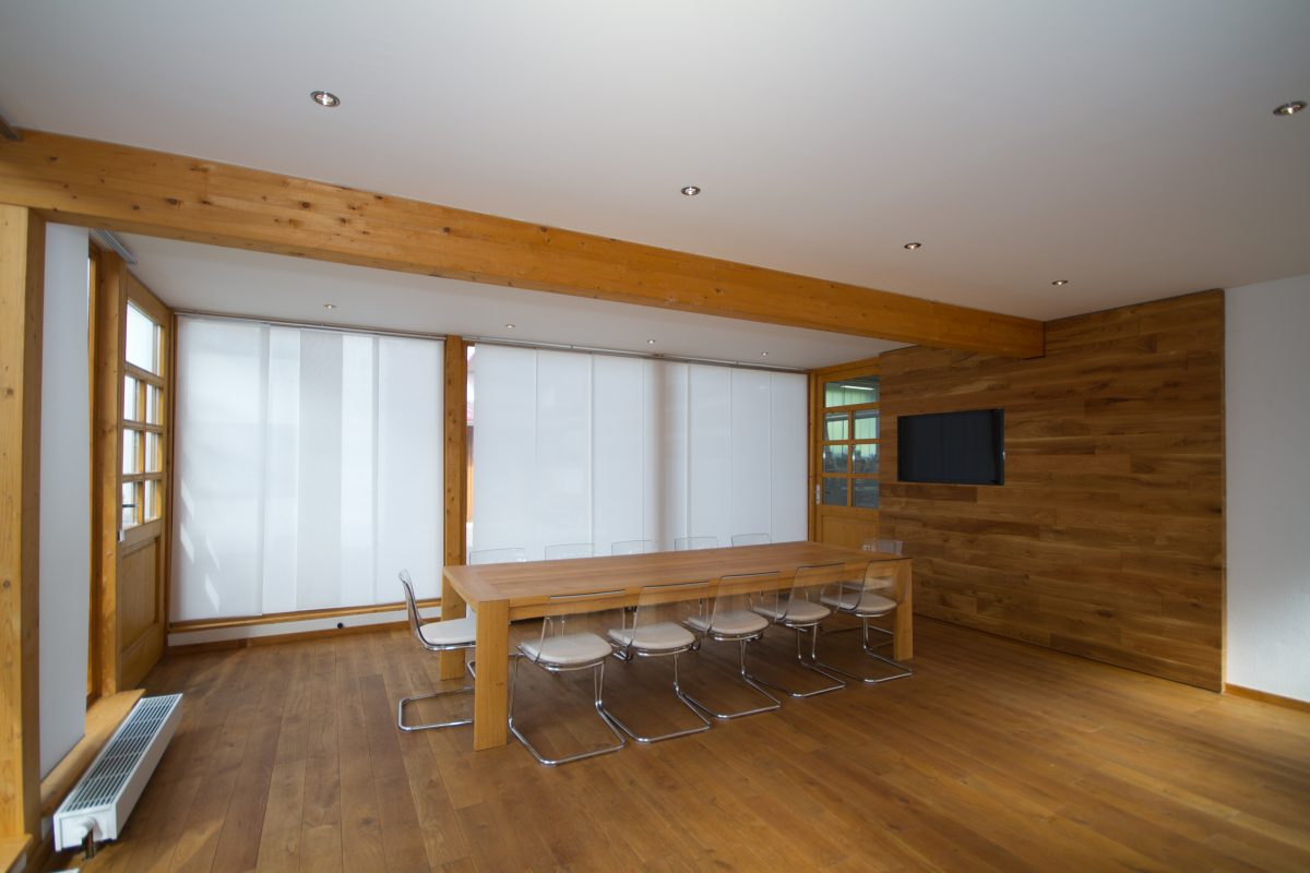 Besprechungsraum aus Eiche Massivholz