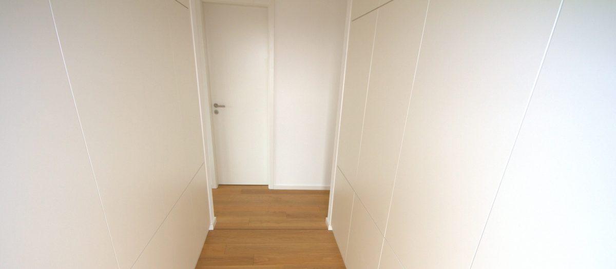 Ankleidezimmer inkl. Einbauschränke, HARO Parkett und Zimmertüren
