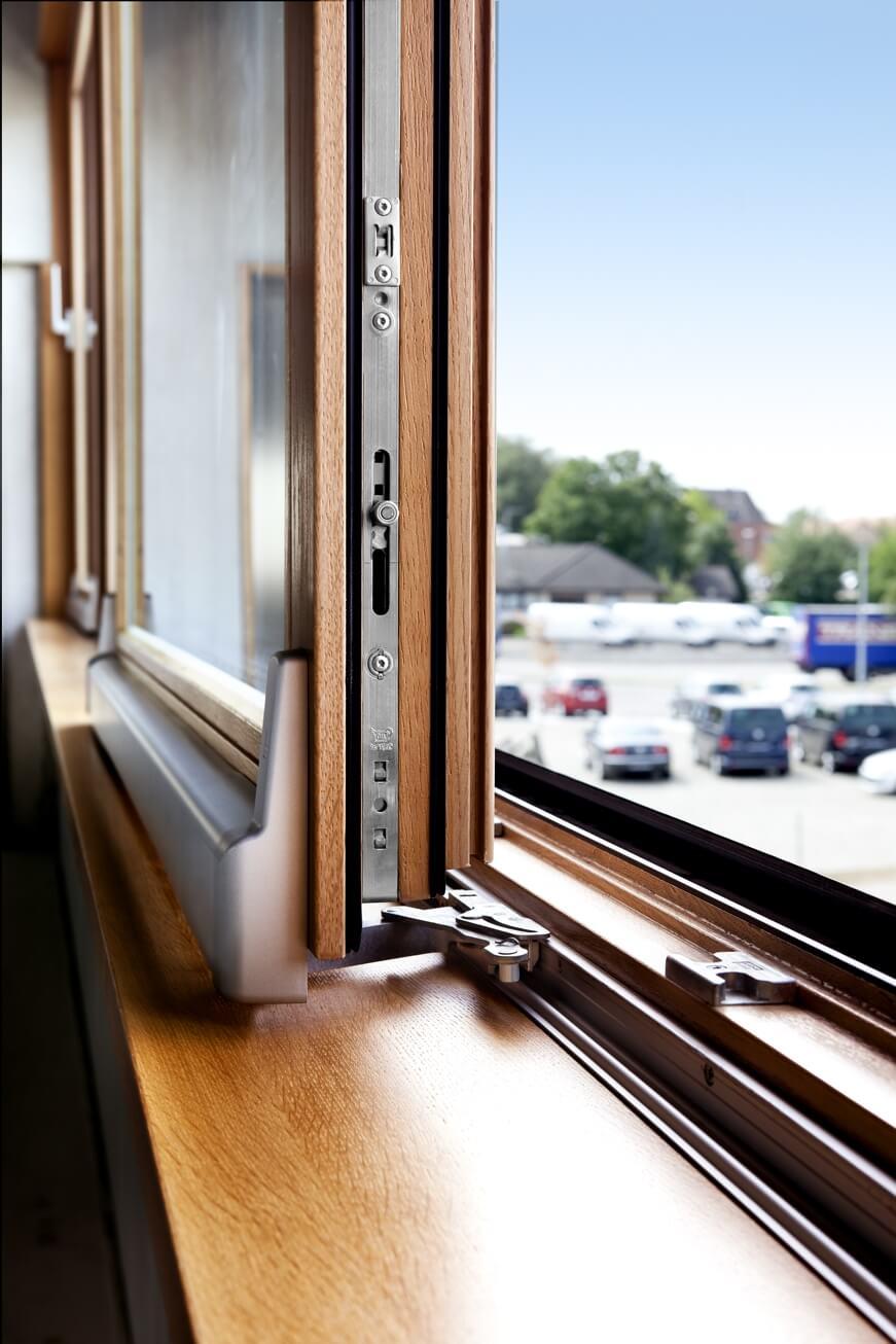 Detail Beschlag Hebe-Schiebe-Fenster aus Holz von Kneer-Südfenster