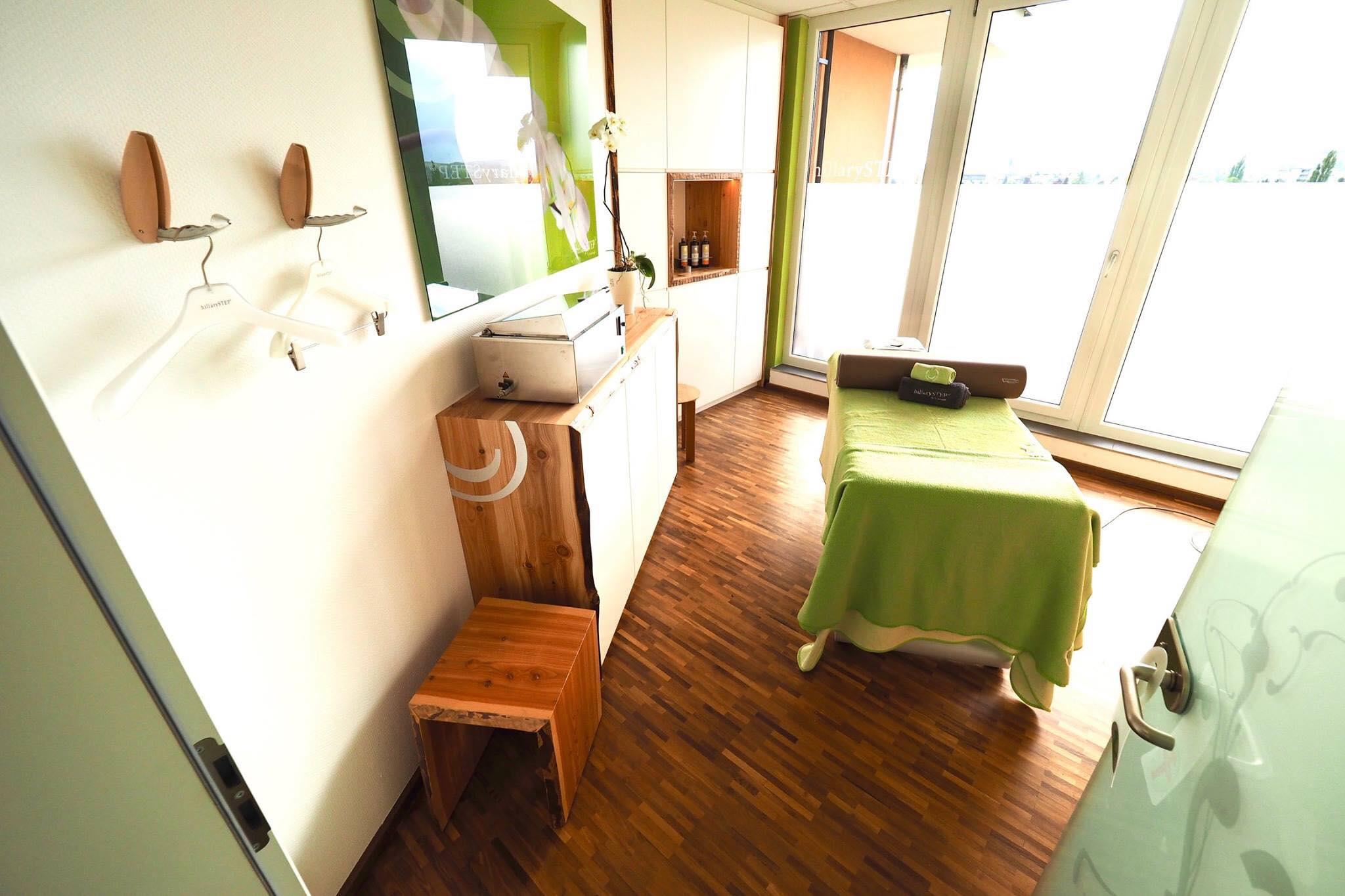 Massageraum inkl. Sideboard und großem Einbauschrank